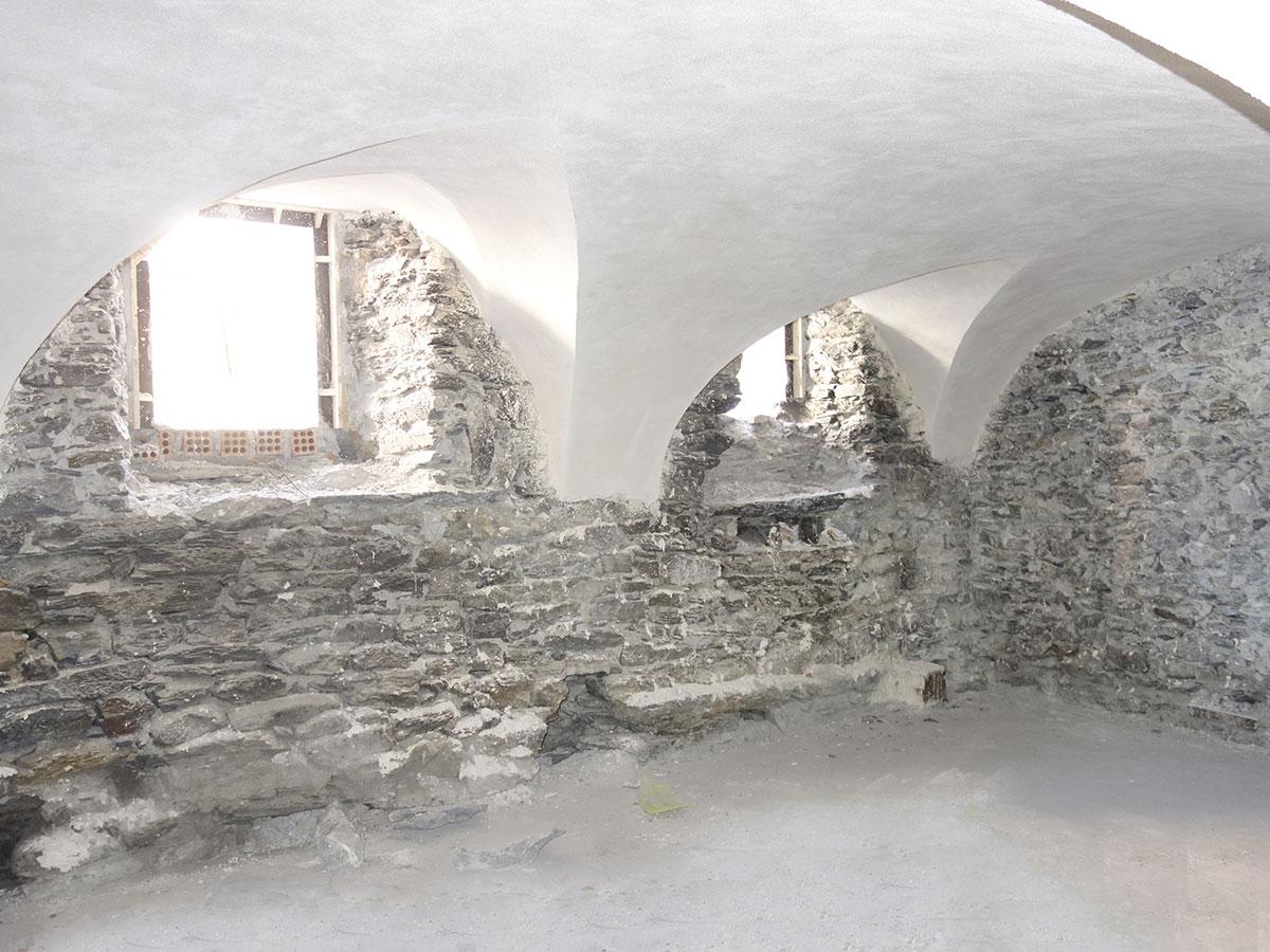 Caminetti antichi in pietra caminetti antichi in pietra for Davanzali in pietra serena