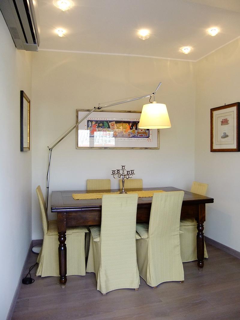 Isigest vendita attico mansarda con terrazza savona for Sala pranzo mansarda
