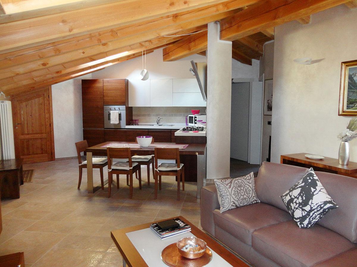 Isigest vendita attico mansarda valle d aosta la salle for Mansarda in legno bianco