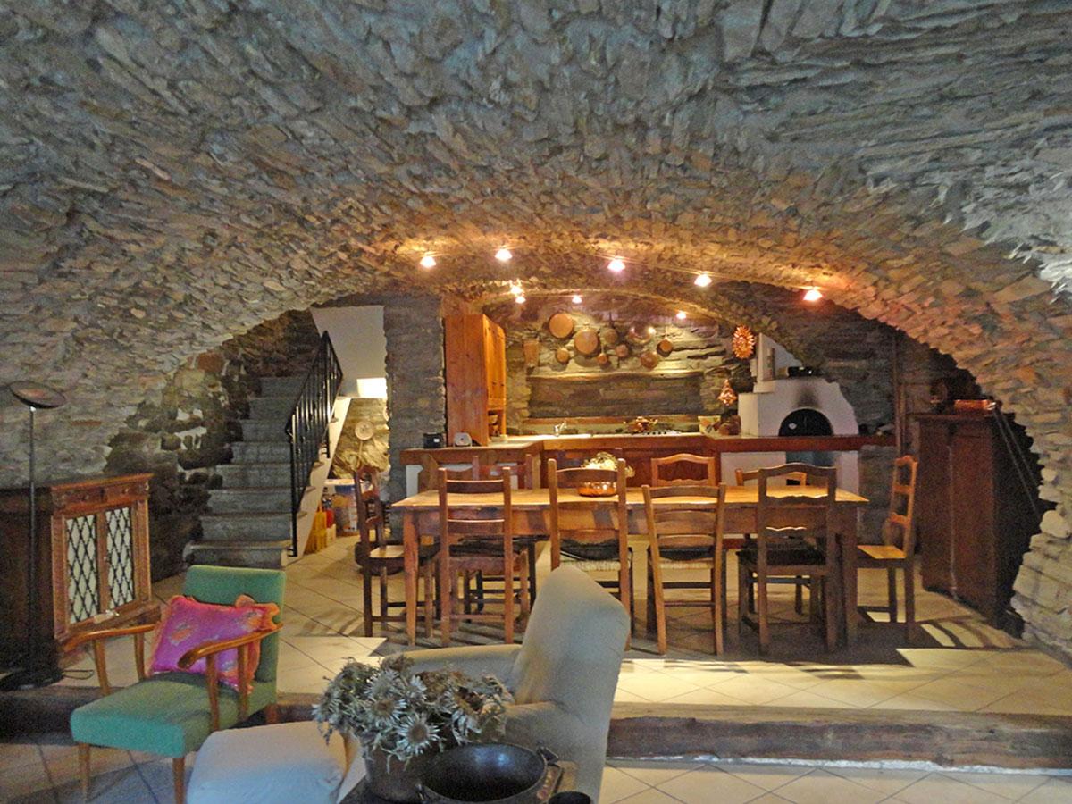Credenza Per Tavernetta : Arredamento rustico per taverna tavoli rustici in legno massiccio