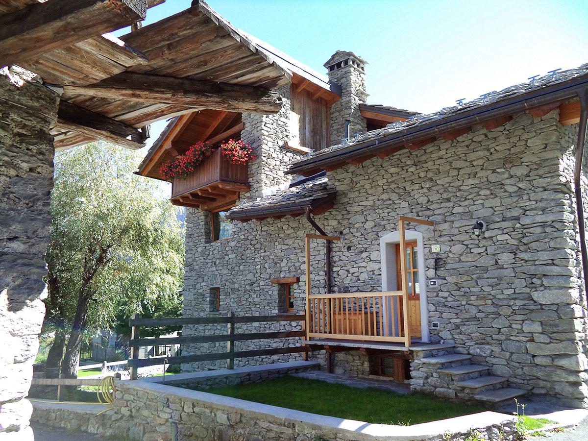 Ingresso Casa Esterno In Pietra isigest - vendita baita chalet valle d'aosta morgex 78 mq 3