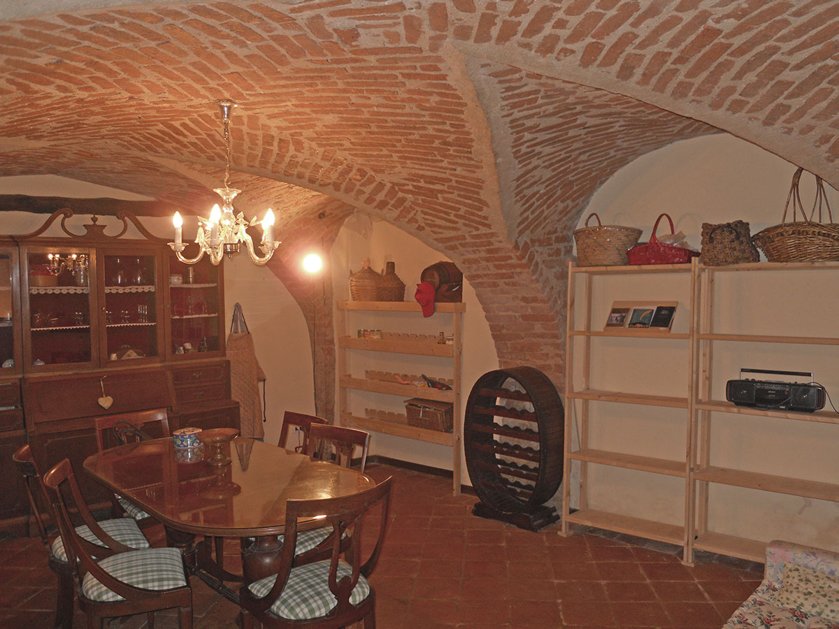 isigest - vendita intero stabile cuneo clavesana 140 mq 5 - Soggiorno Cucina Con Camino 2
