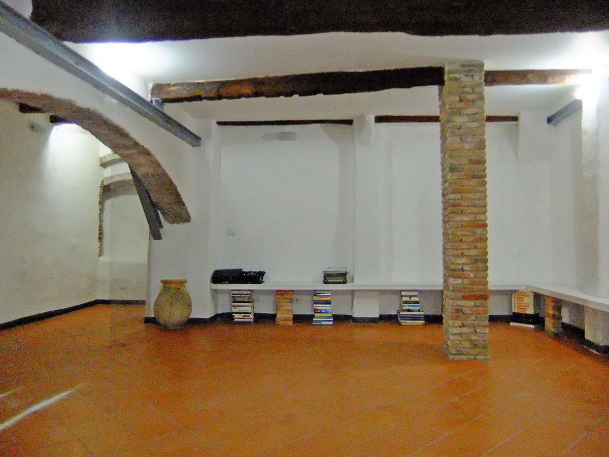 Casa Uso Ufficio : Isigest vendita ufficio savona centro storico 40 mq 1 locale unico