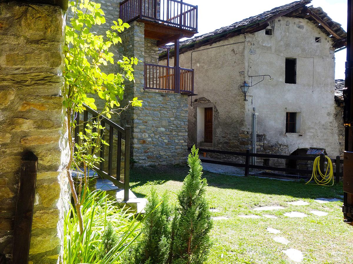 Isigest vendita monolocale valle d aosta la salle 62 mq - Giardino condominiale ...